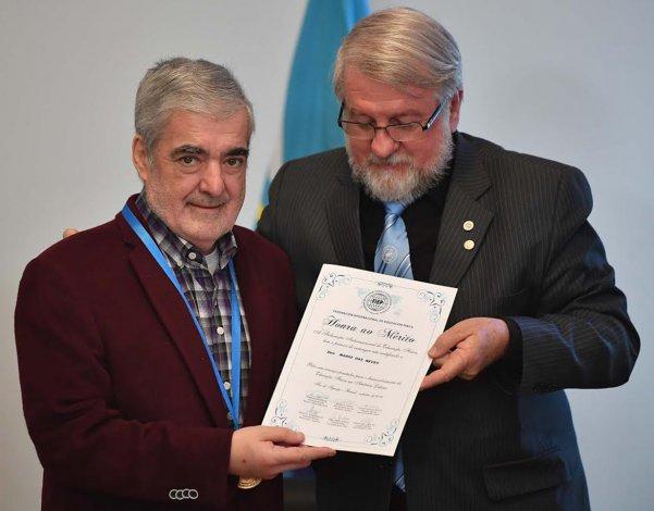 Mario Das Neves recibe la distinción por las políticas aplicadas en sus anteriores gestiones