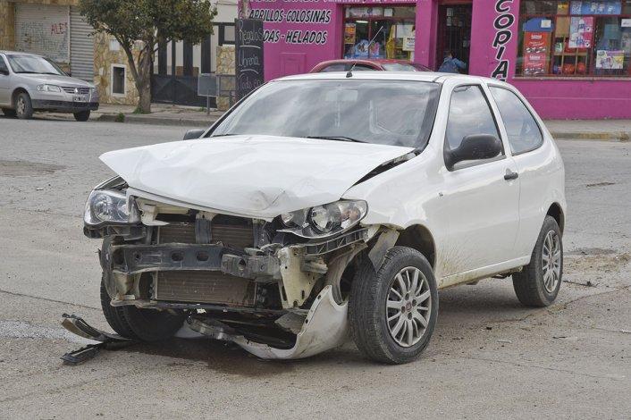 El auto del jardinero Isaac Paredes quedó destrozado en Alem y Huergo.