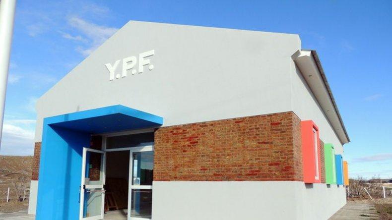 La ex usina eléctrica de YPF se transformará a partir de mañana en el Centro Cultural de Caleta Córdova.