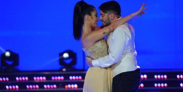 Diego Junior cantó y bailó con su mujer