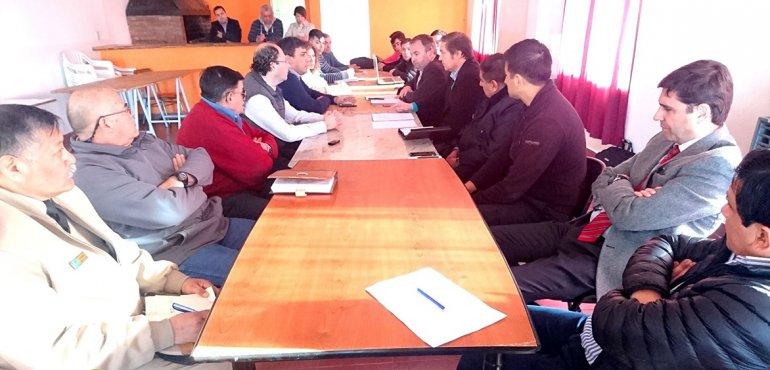 Representantes de distintos sectores de la comunidad se reunieron con el intendente Facundo Prades para evaluar las situaciones que atraviesa la ciudad.