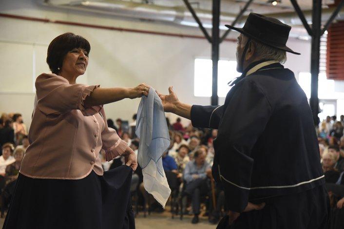 Los jubilados celebraron  su día con baile y muestras artísticas