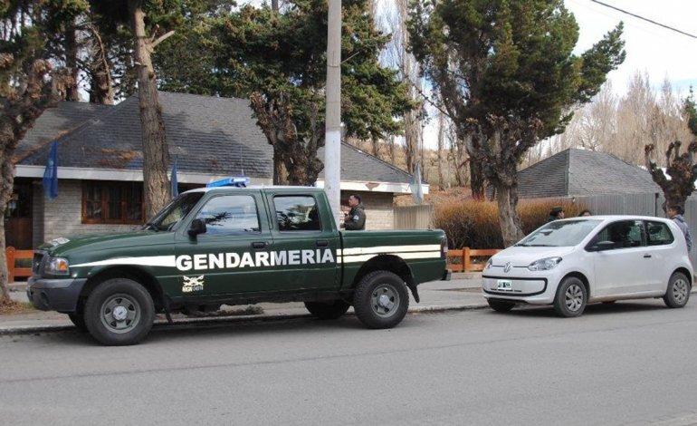 La mujer fue detenida en el interior de la sucursal del Correo Argentino en El Calafate por personal de Gendarmería Nacional.