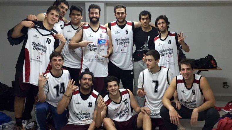 Los muchachos de Federación Deportiva festejan un nuevo triunfo.