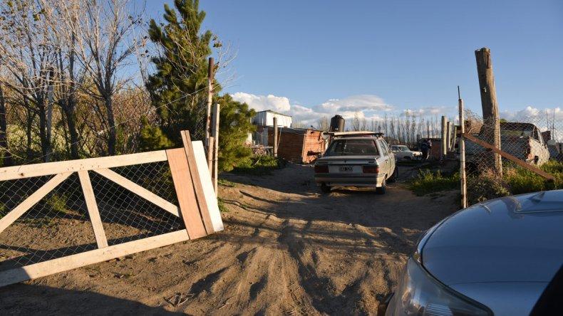 La Brigada centró los allanamientos en la finca de Kilómetro 12 donde vivió Claudio Boz en los últimos meses. Allí mismo se detuvo al compañero que trabajaba con él.