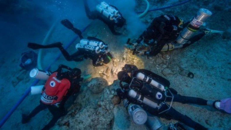 Encontraron un esqueleto de más de 2 mil años en un barco hundido