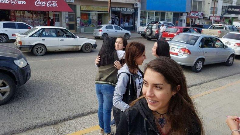 Jóvenes de Interact repartieron abrazos gratis