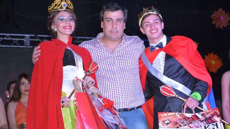 Leandro Villagra y Jimena González fueron coronados Rey y Reina de los Estudiantes 2016 por el intendente de Caleta Olivia
