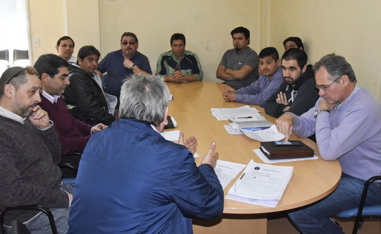 Ayer en la delegación que la Secretaría de Trabajo tiene en Comodoro Rivadavia se realizó la audiencia por el conflicto de Guilford con la presencia de Marcial Paz.
