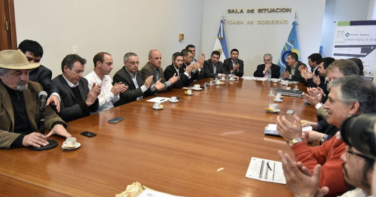Das Neves presidió licitación para la finalización de la Pista de Atletismo