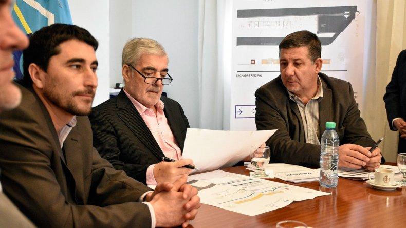 El gobernador Mario Das Neves encabezó en Trelew la apertura de una licitación para construir 48 viviendas.