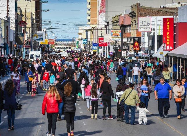 El centro de Comodoro se convierte en un paseo de compras a cielo abierto