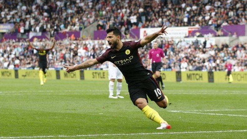 Con goles de Agüero, el City le ganó al Swansea