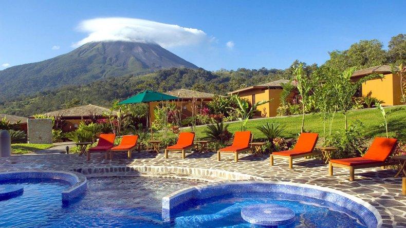 Durante la estadía el volcán ofrece los más hermosos espectáculos.