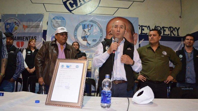 José Llugdar en el cierre de campaña de su lista que se realizó el viernes por la noche en el club Jorge Newbery.