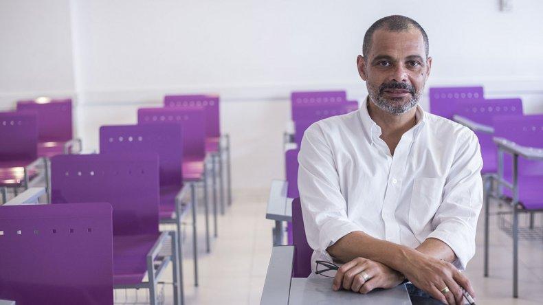 Daniel Suárez llega a Comodoro Rivadavia en el marco del ciclo de especialización de Docencia Universitaria.