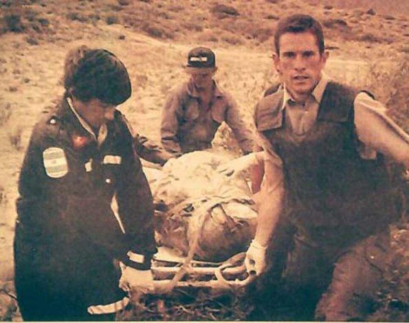 Arrojaron su cuerpo en el campo envuelto como una momia