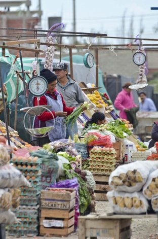 La Feria La Saladita del barrio Quirno Costa representa uno de los espacios de venta informal en Comodoro Rivadavia.