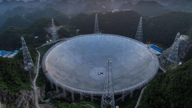 Inauguran el mayor telescopio del mundo para buscar vida extraterrestre
