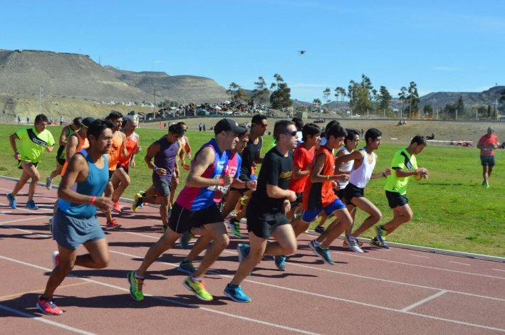 El atletismo homenajea a Carlos Heuchert