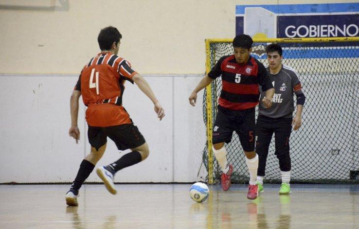 Casino Club derrotó 5-4 a Flamengo y se mete en la pelea por los primeros lugares del torneo Clausura de fútbol de salón.