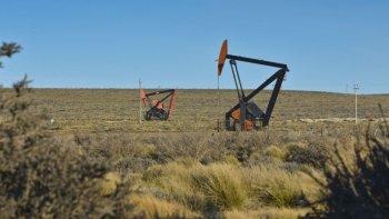 El petróleo cae ante divergencias para congelar la producción