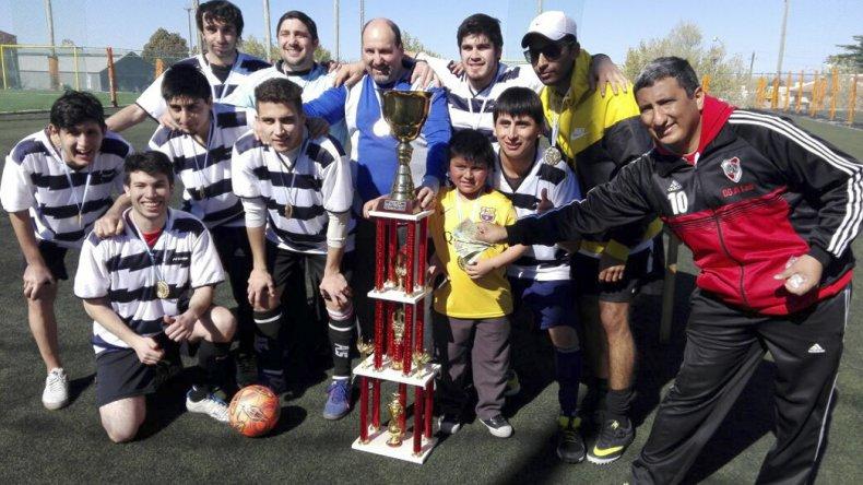 El equipo campeón de Akar Automotores.