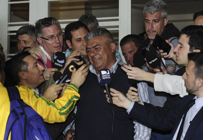 Chiqui Tapia en rueda de prensa