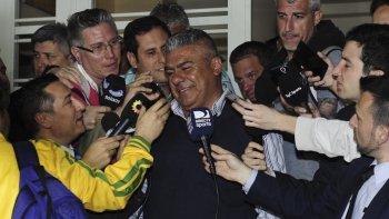 Chiqui Tapia en rueda de prensa, tras la decisión tomada por el ascenso.