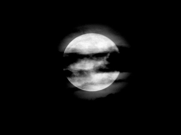 El viernes habrá luna negra