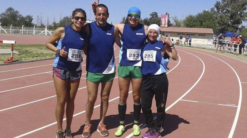 Parte del grupo de atletas comodorenses que se lucieron en Mendoza.