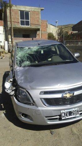 Los daños en el Chevrolet Cobalt fueron importantes.