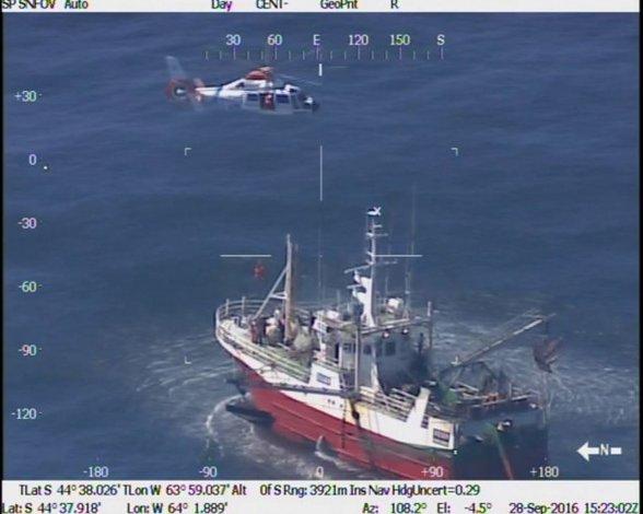 Prefectura desplegó un operativo aéreo  para evacuar a un marinero