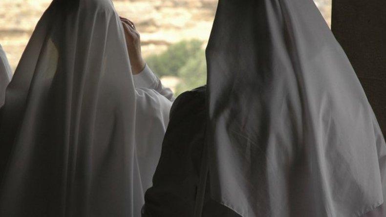 Dos monjas dejaron los hábitos y se casaron