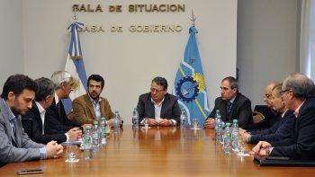 provincia pidio a ypf incentivar la actividad y que se de prioridad a los chubutenses