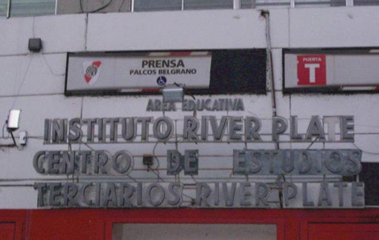El Instituto River Plate envuelto en un escándalo por la expulsión de un alumno.