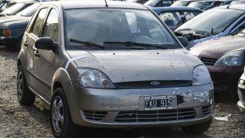 En el interior del vehículo se halló oculta una pistola. Ya el martes le habían secuestrado a la banda un revólver.