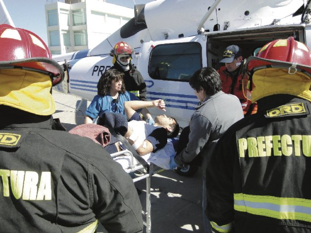 El marinero fue evacuado vía aérea para luego ser llevado al Hospital Regional.