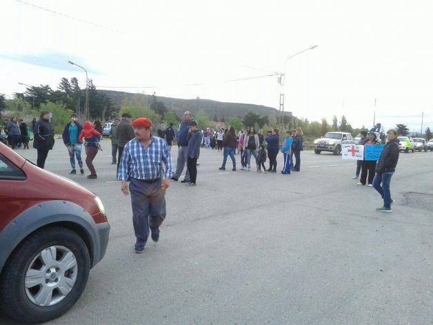 Vecinos de Diadema Argentina cortaron Ruta 39 en reclamo por el servicio de salud