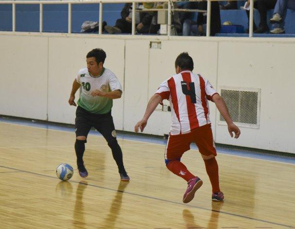 El torneo Clausura de fútbol de salón oficial continuará esta tarde en dos gimnasios.