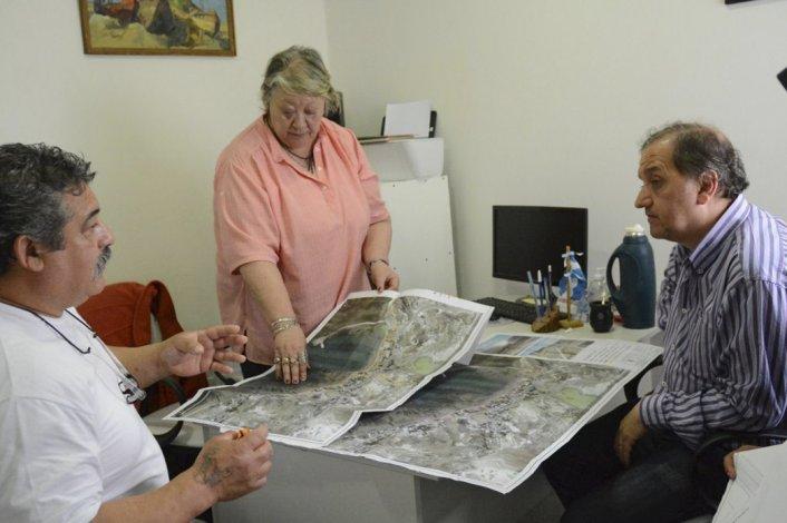 El encuentro de Linares con los dirigentes barriales de Caleta Córdova.