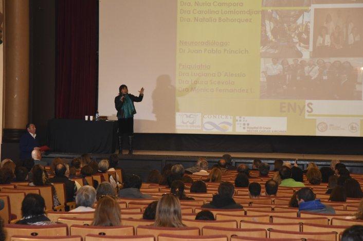 El encuentro se desarrolló ayer en el Cine Teatro Español con la participación de especialistas y familiares de pacientes.