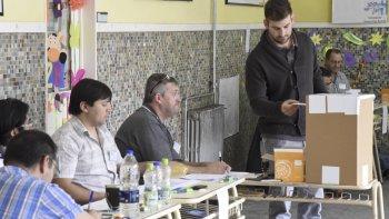 En Comodoro Rivadavia las mesas de votación se instalaron en la Escuela 1.