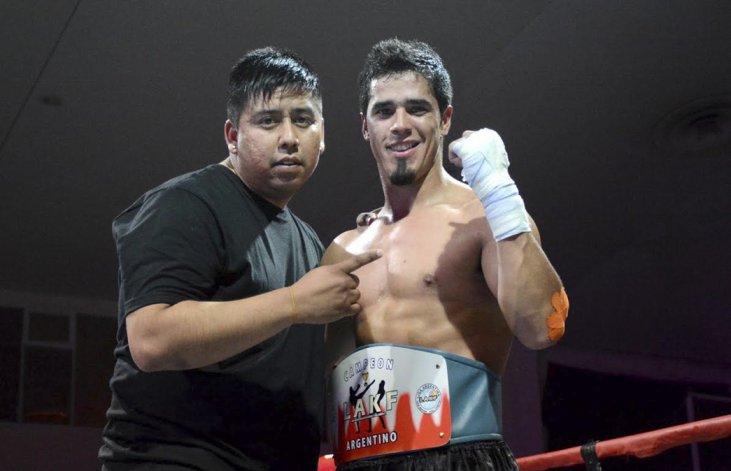 Miguel Poveda junto a su entrenador Marcos Antileo.