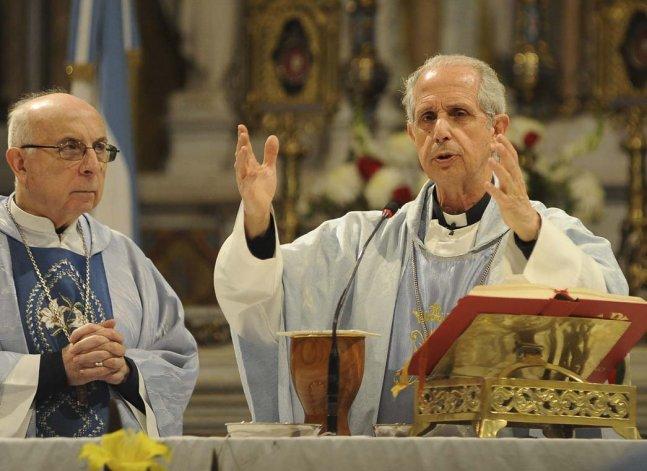 El arzobispo de Buenos Aires llamó a los argentinos a no ser indiferentes frente a la pobreza.