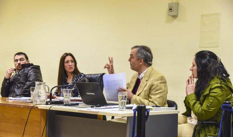 Los acusados Nadia Kesen y Sergio Solís junto a sus abogados defensores durante la jornada de alegatos del último martes.