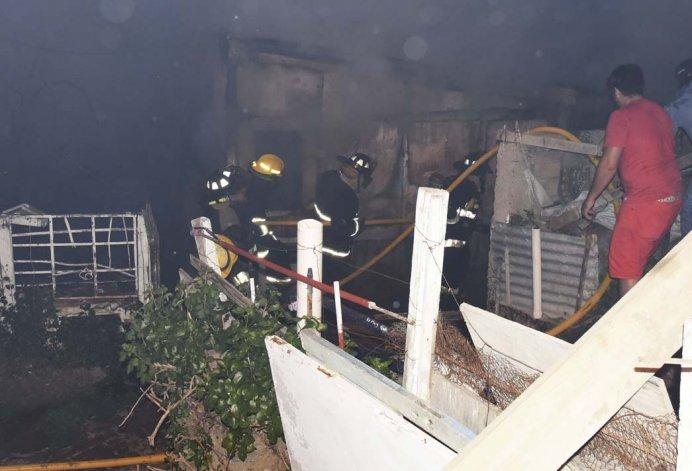 El trabajo de los bomberos en el lugar.