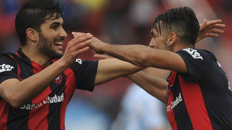 Nicolás Blandi festeja su gol ayer en el Nuevo Gasómetro.
