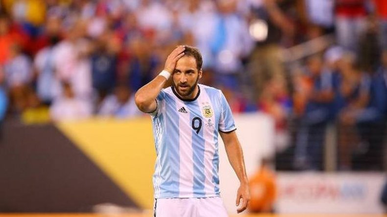 Higuaín sería titular frente a Perú