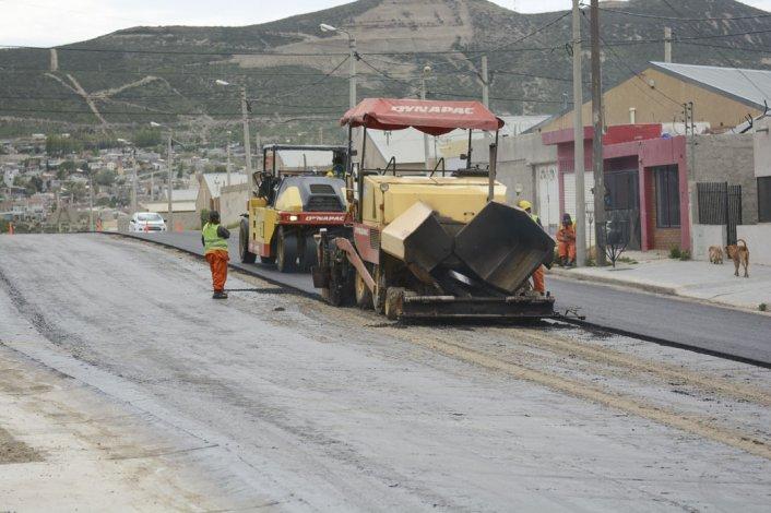 En el barrio San Cayetano se realiza otra obra de pavimentación.